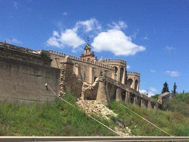 Sector del cerramiento exterior del monasterio derrumbado durante el estado de alarma