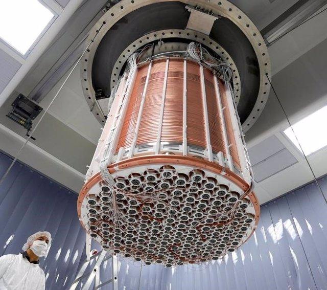 Vista de la base de la cámara de proyección de tiempo de XENON1T