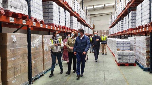 La delegada del Gobierno en Asturias, Delia  Losa, visita las instalaciones del Banco de Alimentos de Asturias.