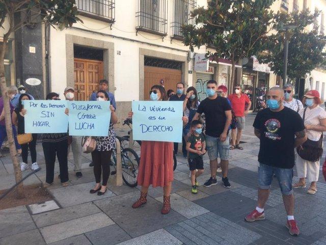 Concentración de la Plataforma Ciudadana Córdoba Lucha ante el Ayuntamiento.