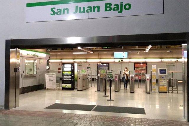 Estación de San Juan Bajo con una de las máquinas