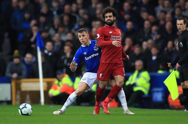 Fútbol/Premier.- (Previa) El Liverpool abre el asalto final al título con el der