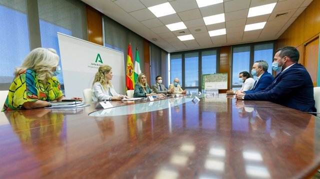 Reunión de la Junta con los alcaldes de Medina y Paterna