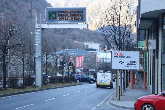 La carretera CG2 llegando a la rotonda del Kilómetro 0, de donde salen las principales vías interurbanas de Andorra
