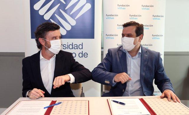 Daniel Sada, rector de la Universidad Francisco de Vitoria, y el director general de Vithas y presidente de la Fundación Vithas, Pedro Rico.