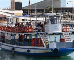Embarcación de Las Golondrinas de Barcelona