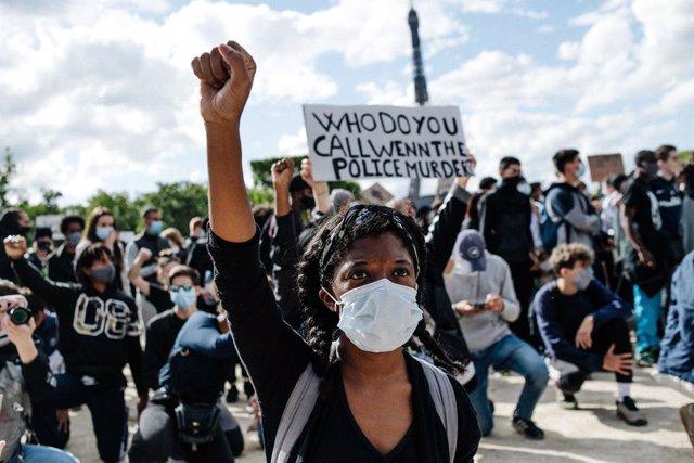 Francia.- HRW denuncia que la Policía francesa se extralimita en sus funciones c
