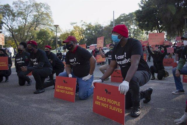 """Coronavirus.- Sudáfrica anuncia que """"conducen directos hacia una tormenta"""" a med"""