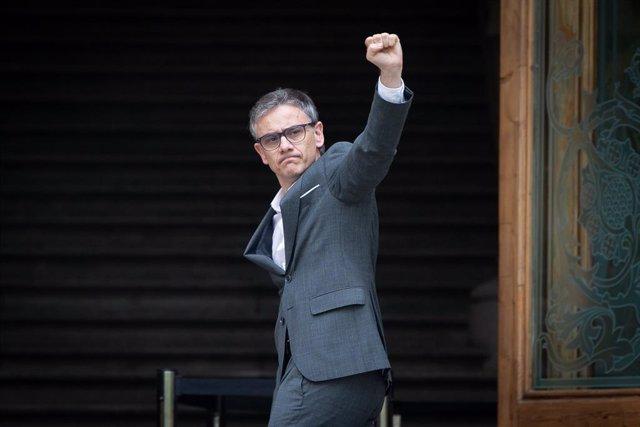 El diputat d'ERC i exsecretari d'Economia, Josep Maria Jové, surt del Tribunal Superior de Justícia de Catalunya a Barcelona després de declarar com a investigat per l'1-O.