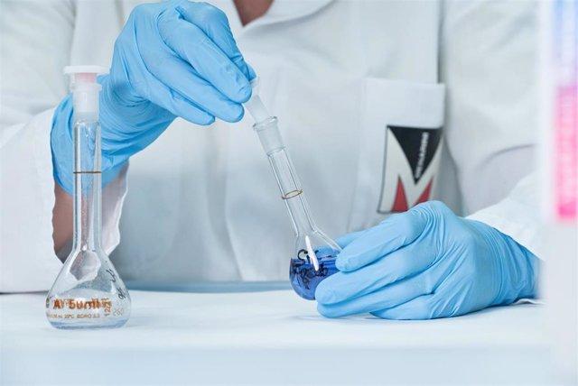 Investigador en un laboratorio