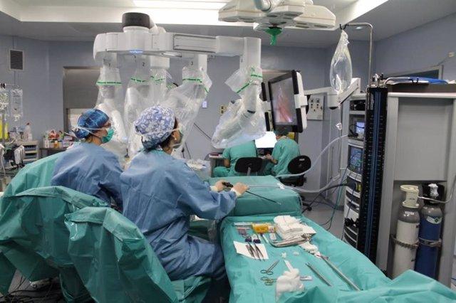 Intervención con el robot quirúrgico Da Vinci Xi