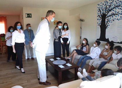 Los Reyes visitan un centro de Aldeas Infantiles para conocer el día a día de los jóvenes en acogida