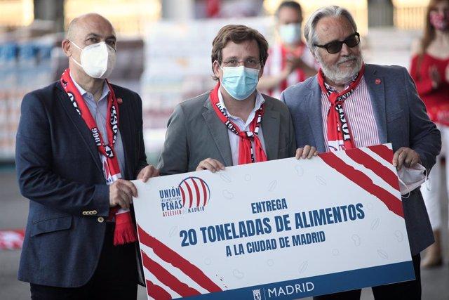 Fútbol.- La Unión de Peñas del Atlético dona al Ayuntamiento 20 toneladas de ali