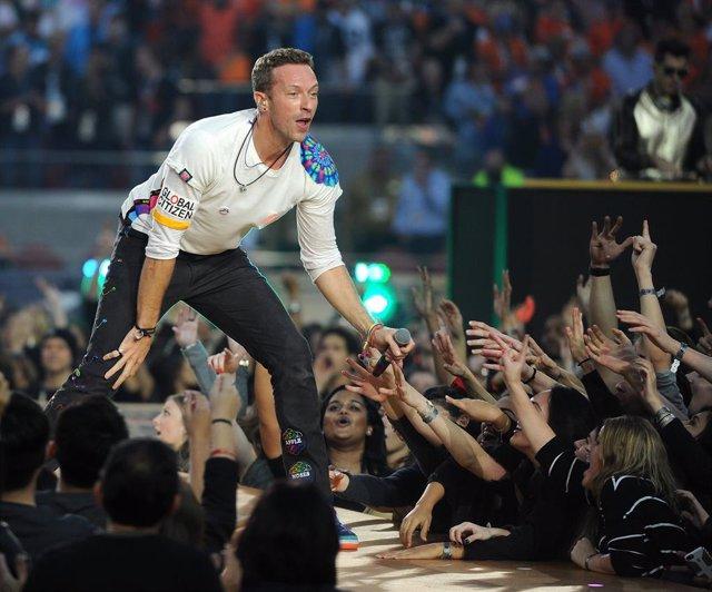 Chris MArtin, de Coldplay, durante una actuación.