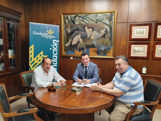 Firma del convenio entre la Fundación Caja Rural del Sur y Asaja Huelva.