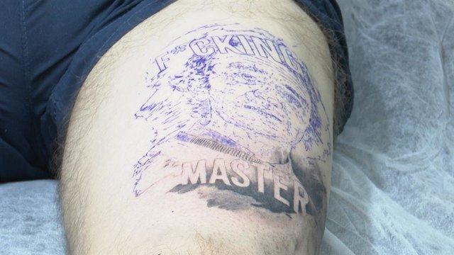 Imatge d'un tatuatge de Fernando Simón.