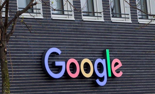 Logo de Google en la fachada de un edificio de la compañía en Munich (Alemania)