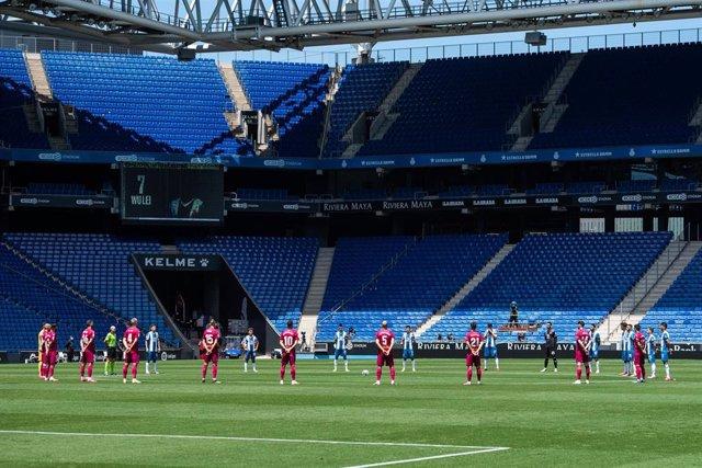 Minuto de silencio en el RCD Stadium de Espanyol y Alavés
