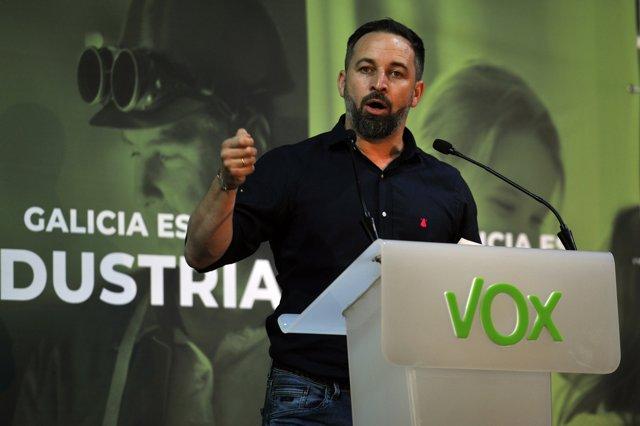 El presidente de Vox, Santiago Abascal, durante un mitin de la formación celebrado en Ourense para apoyar a la candidata por la provincia para las elecciones vascas del 12 de julio, María Jesús Fernández