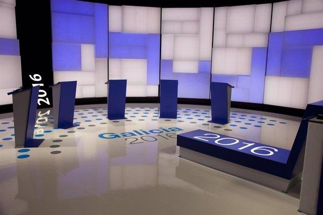 Plató de la Corporación de Radio Televisión de Galicia (CRTVG) preparado para un debate a seis en las elecciones autonómicas gallegas para el 5 de abril
