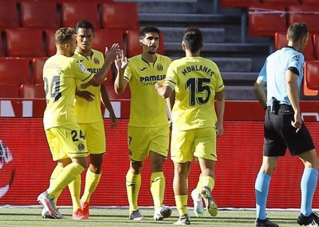 Los jugadores del Villarreal celebran el gol de Gerard Moreno ante el Granada