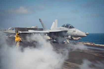 Coronavirus.- La Marina de EEUU mantiene el despido del capitán del portaaviones que advirtió sobre el coronavirus