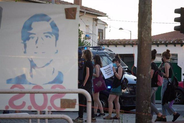 Varias personas protestan en apoyo al preso etarra Patxi Ruiz, en huelga de hambre, durante la pandemia de coronavirus en Pamplona, Navarra, España, a 20 de mayo de 2020.