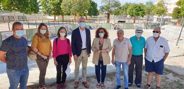El delegado de Hábitat Urbano, Cultura y Turismo, Antonio Muñoz, visita el barrio de Nueva Bellavista