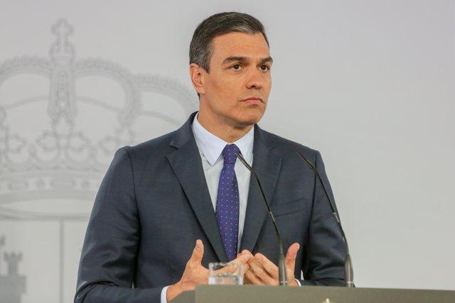 El presidente del Gobierno, Pedro Sánchez, durante su comparecencia en rueda de prensa en el Palacio de la Moncloa tras la última conferencia con los presidentes autonómicos por videoconferencia durante el estado de alarma.