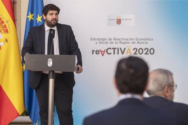 El presidente López Miras firma y presenta la Estrategia Reactiva2020