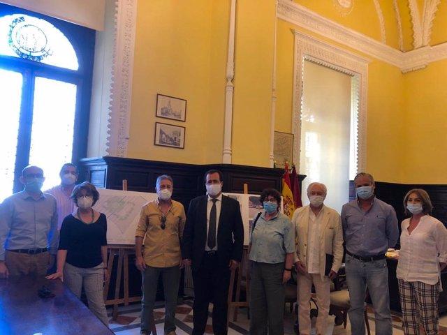 Reunión del Ayuntamiento de Sevilla con vecinos de San Leandro