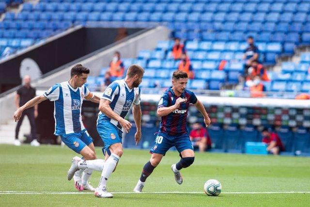 Fútbol/Primera.- (Crónica) El Levante roza la permanencia y hunde al Espanyol