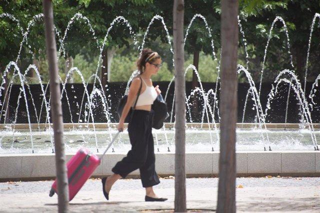 Fotos de recurso de la ola de calor. Deporte, agua, paseo, sol y calor .