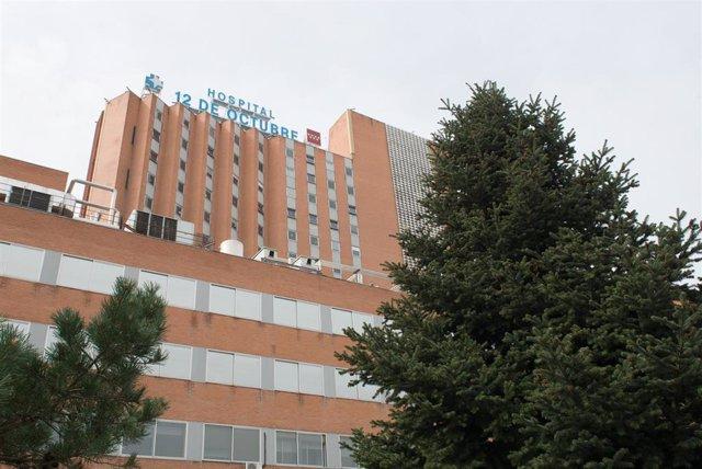 Zonas externas pertenecientes al Hospital 12 de Octubre donde se lucha contra el coronavirus, en Madrid (España).