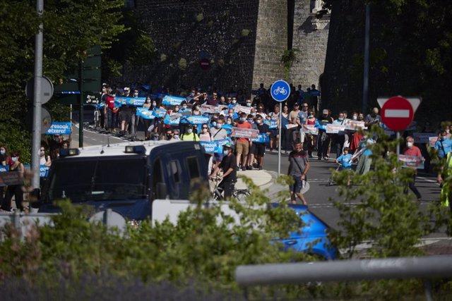 Marcha de Sare hasta la cárcel de Pamplona en favor de los presos de ETA