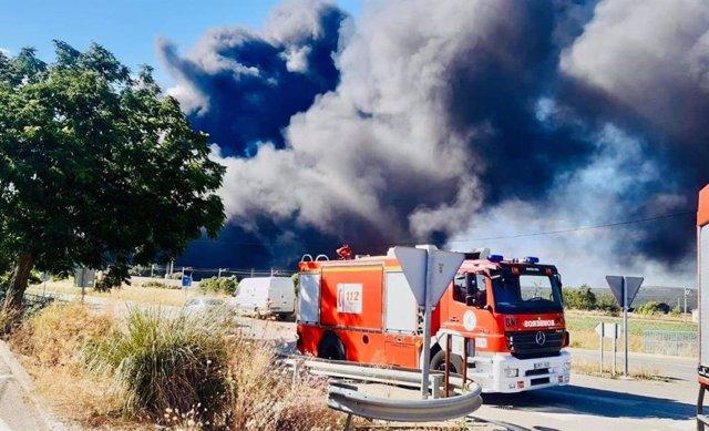 Incendio en una fábrica de neumáticos de Espeluy el sábado 13 junio.