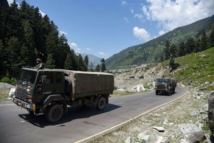India/China.- India elimina las restricciones al uso de armas de fuego para los militares en la frontera con China