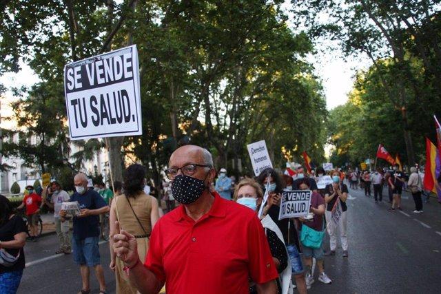 Cientos de personas se manifiestan por la sanidad pública en varias ciudades españolas