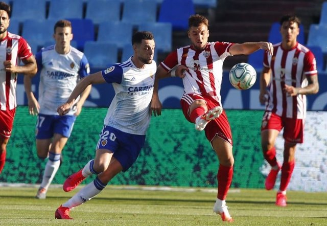 Fútbol/Segunda.- (Crónica) El Almería salta la banca en Zaragoza y se queda a do