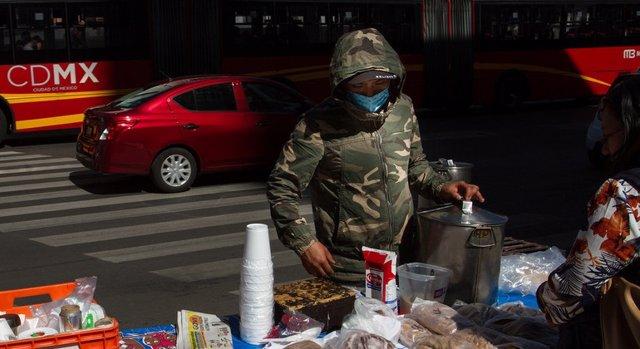 Vendedores ambulantes en México, en medio de la pandemia de coronavirus.