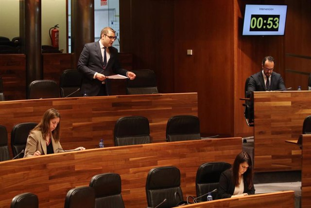 Intervención del portavoz de Foro, Adrián Pumares, durnate el pleno semipresencial de la Junta General del Principado de Asturias en el que se aprobó una PNL de apoyo al sector agroalimentario planteada por su partido.
