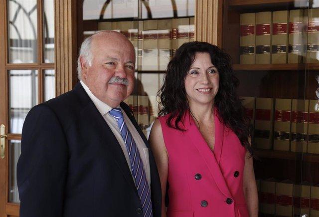 El consejero andaluz de Salud y Familias, Jesús Aguirre, y la consejera de Igualdad, Políticas Sociales y Conciliación, Rocío Ruiz, en una foto de archivo.