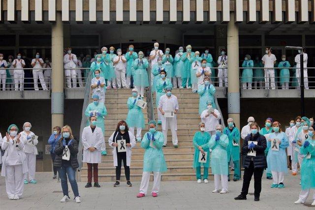 Compañeros del Hospital Doctor Peset rinden homenaje a la sanitaria fallecida por Covid-19