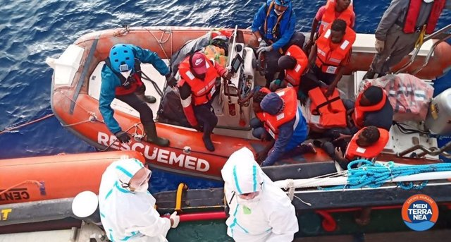 Rescate del buque 'Mar Ionio' de la ONG italiana Mediterranea Saving Humans