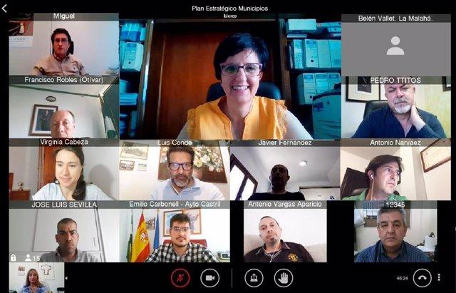 La diputada provincial de Igualdad, Juventud y Administración Electrónica, Mercedes Garzón, reunida para abordar el Plan Estratégico de Territorios Inteligentes