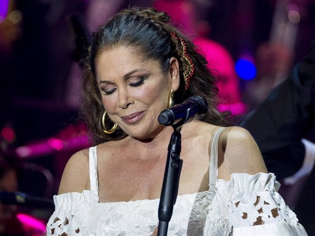 Isabel Pantoja performs during the launching of her new album 'Hasta Que Se Apague El Sol', composed by the mexican song writer Juan Gabriel, who died last August, at Teatro Real carlos III on November 10, 2016 in Aranjuez, Spain.