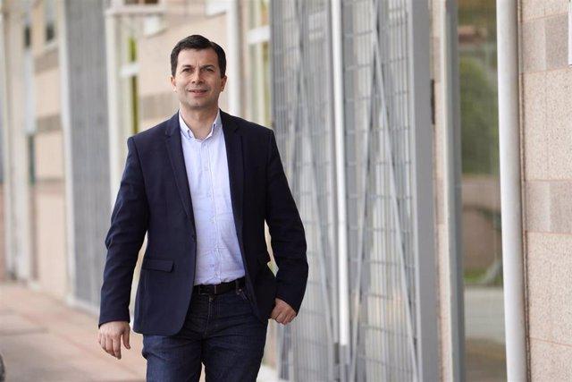 El secretario general del PSdeG-PSOE y candidato a la presidencia de la Xunta de Galicia, Gonzalo Caballero, posa tras una entrevista para Europa Press en la sede del partido de Santiago de Compostela, A Coruña, Galicia (España), a 18 de junio de 2020.