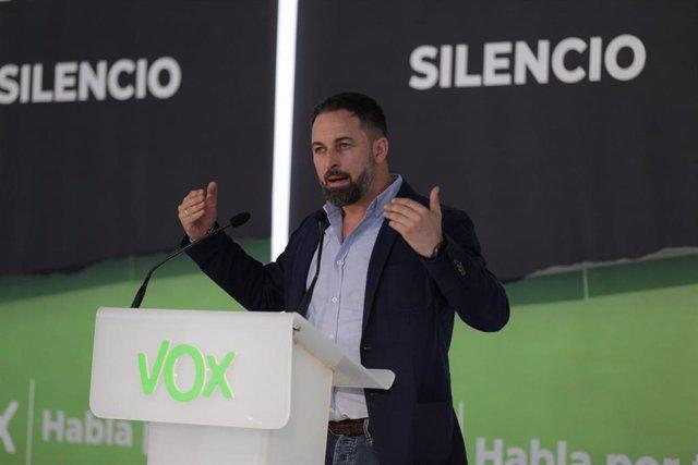 El presidente de Vox, Santiago Abascal, durante su intervención en el acto de presentación de los tres candidatos provinciales de la formación para los comicios vascos del 12 de julio, en Vitoria-Gasteiz, Álava, País Vasco (España), a 18 de junio de 2020.