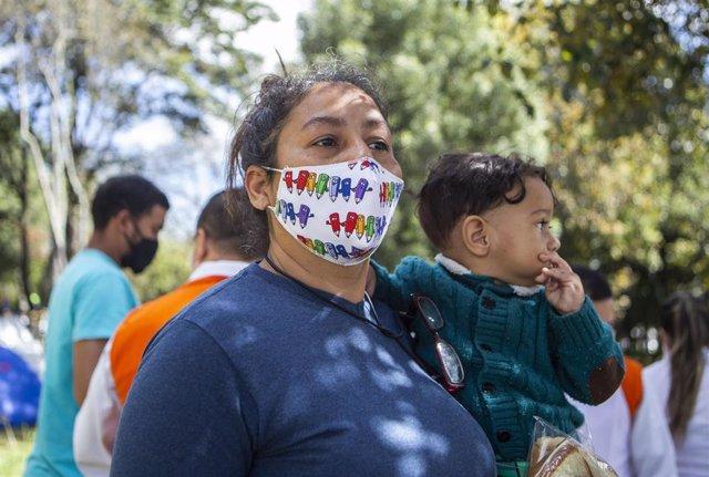 Migrante venezolana varada en Bogotá a la espera de poder regresar a su país.