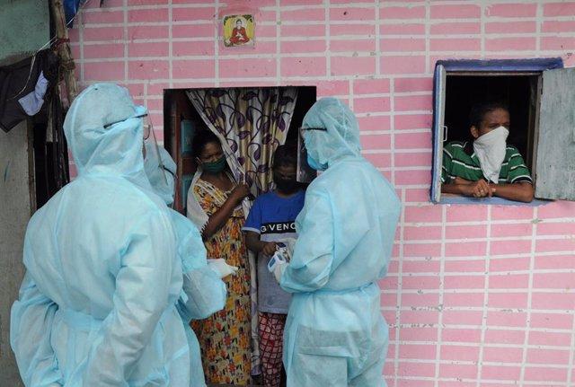 Coronavirus.- India roza los 15.000 contagios y las 500 muertes diarias por la C
